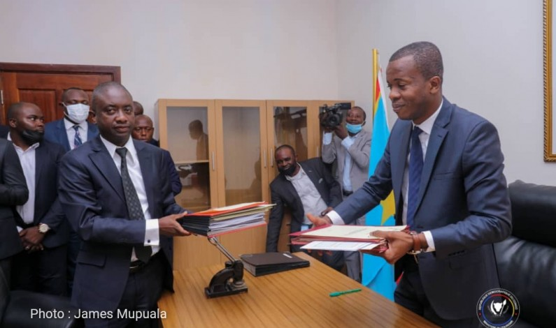 RDC: au tourisme,Yves Bunkulu passe cordialement le flambeau à Modero Nsimba