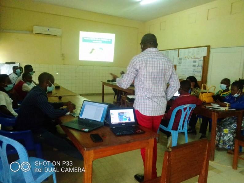 Boma: journalistes et comédiens formés pour sensibiliser les habitants à se faire vacciner contre la Covid-19
