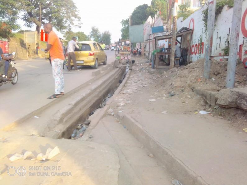 Matadi : le maire ordonne la destruction des dépôts de fortune des vendeurs du carburant
