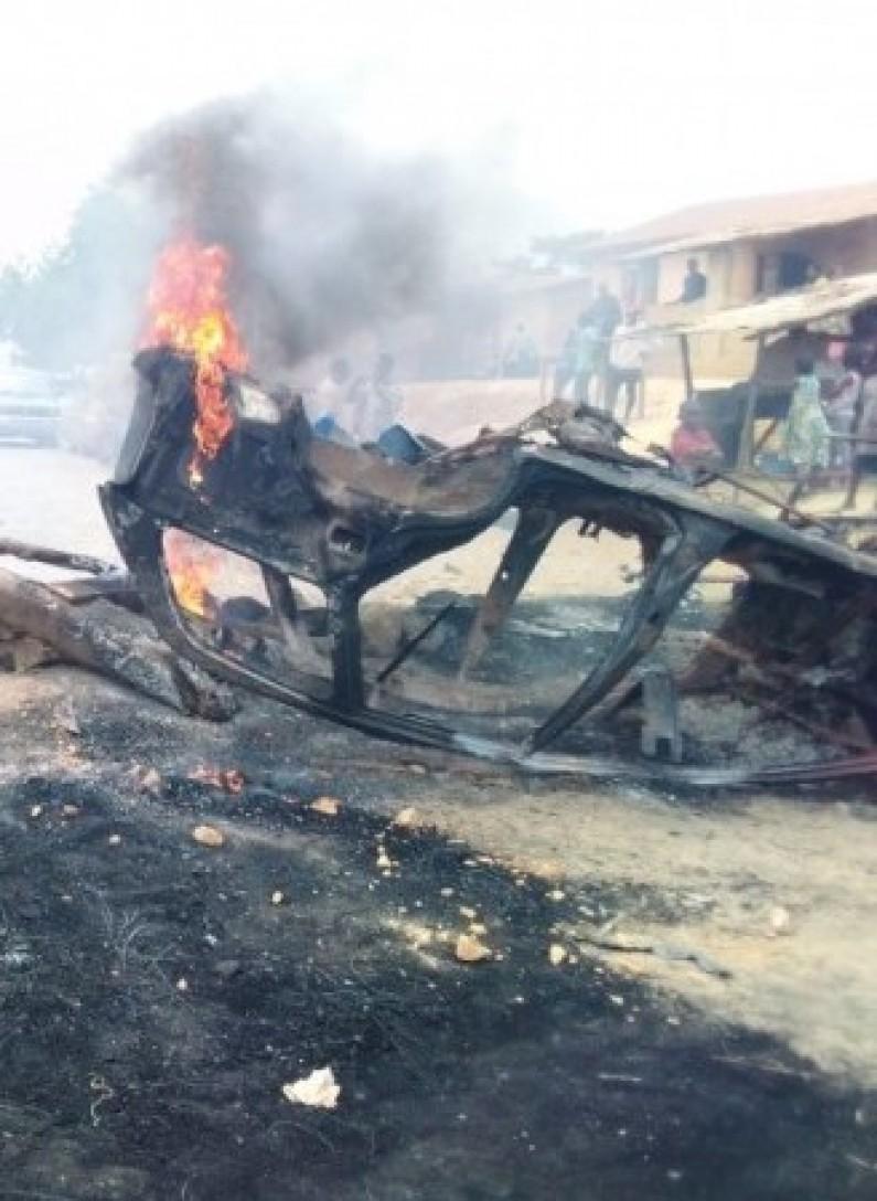 Kongo central : un corps calciné après le renversement d'une voiture qui transportait du carburant