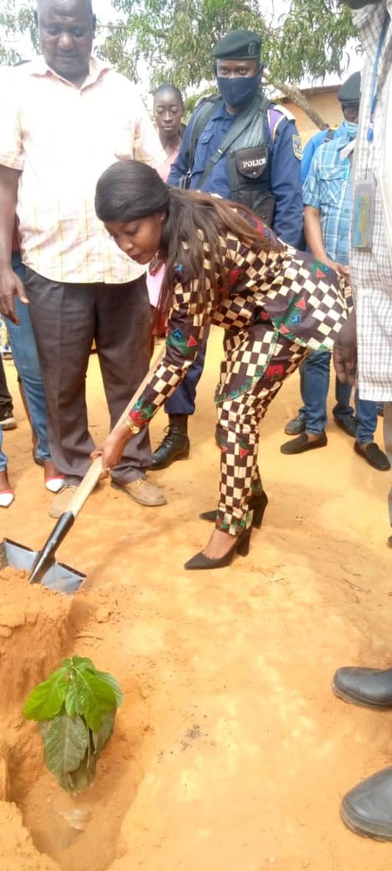 """Commissaire générale à l'Environnement Ginette Ntangu: """" Si chacun de nous peut planter ne fût-ce qu'un arbre, nous allons restaurer notre écosystème """""""