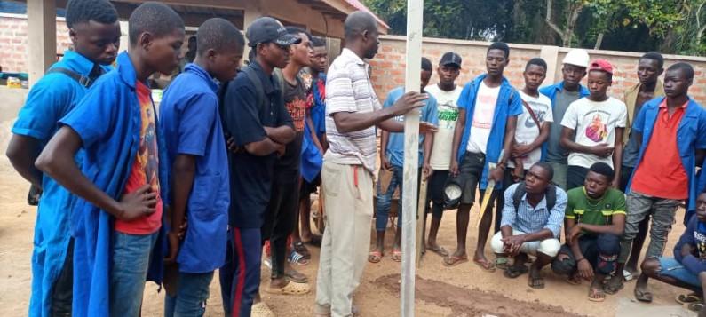 A Luozi, la construction du siège de la fondation Ngudianza aide les élèves des options techniques à lier la théorie à la pratique