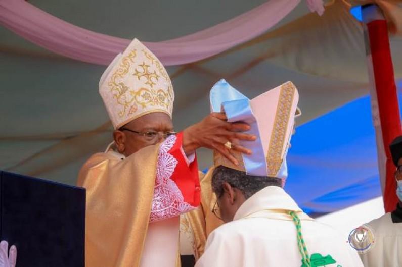 Le cardinal Ambongo ordonne Mgr José-Claude Mbimbi, Evêque du diocèse de Boma