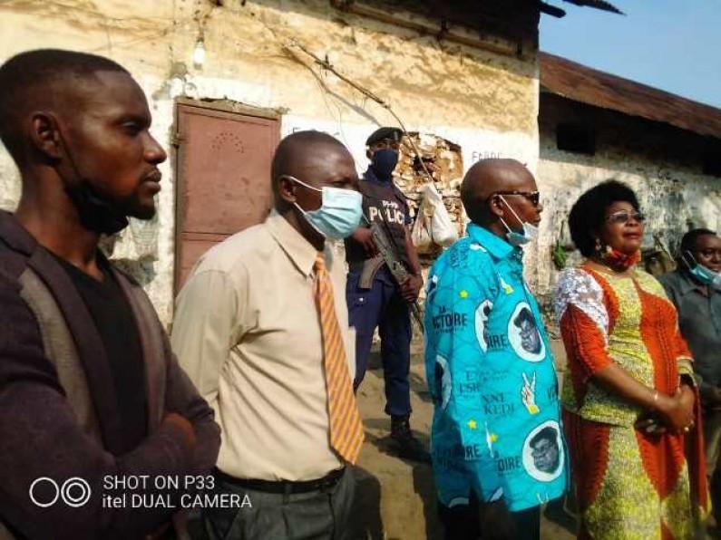 La fondation  Jean-Bosco Khonde offre un repas aux prisonniers de Boma