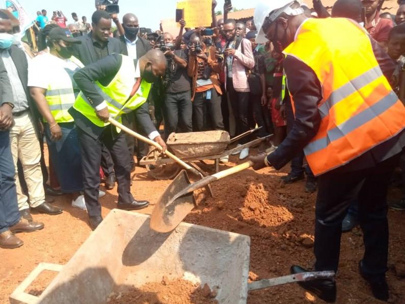 Le gouverneur Atou Matubuana lance les travaux de cantonnage manuel de quelques routes de desserte agricole du Kongo central