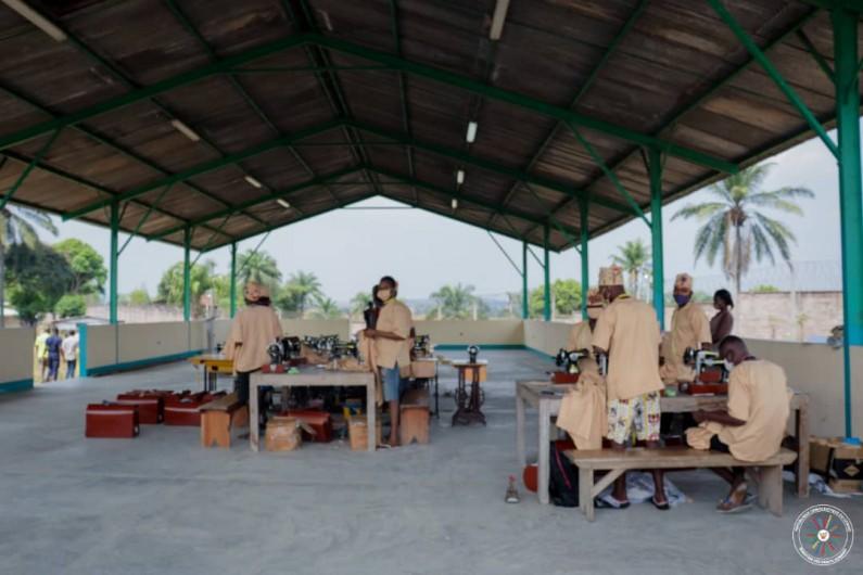 A la prison humaine de Luzumu, les pensionnaires apprennent des métiers