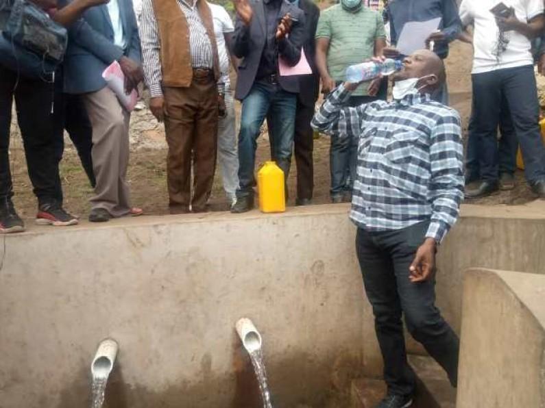 Les habitants de Kimuingu, à Mbanza-Ngungu, heureux d'avoir de l'eau potable grâce au député Roger Matondo