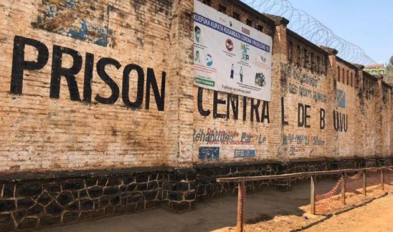 Albert-Fabrice Puela apprécie les actions du gouverneur Théo Ngwabidje envers les prisonniers du Sud-Kivu