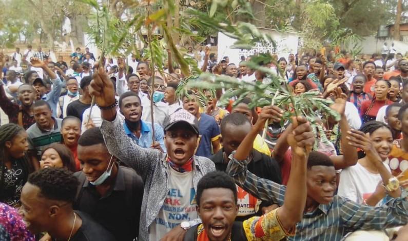 Victimes aussi de l'interdiction d'organiser la médecine dans leur institution, les étudiants de l'UKV Boma manifestent